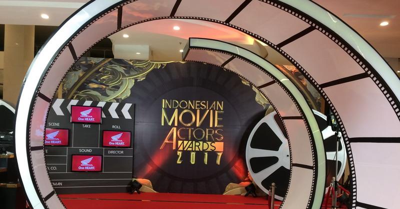 https: img.okeinfo.net content 2017 05 18 597 1694512 iima-2017-uniknya-red-carpet-indonesian-movie-actors-award-2017-OLkqDQwUey.jpg