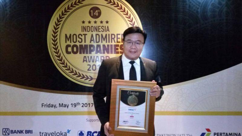 https: img.okeinfo.net content 2017 05 19 320 1695661 mantap-mnctv-terima-penghargaan-indonesia-most-admired-companies-imaco-award-2017-9Erb8SxkGN.jpg