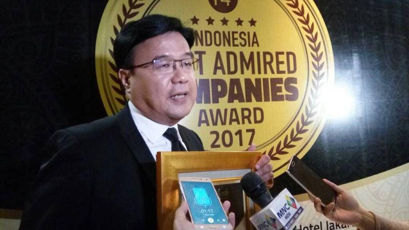 https: img.okeinfo.net content 2017 05 19 320 1695665 mnctv-terima-penghargaan-imaco-award-2017-tak-lepas-dari-kinerja-karyawan-0g3cnYLjTd.jpg