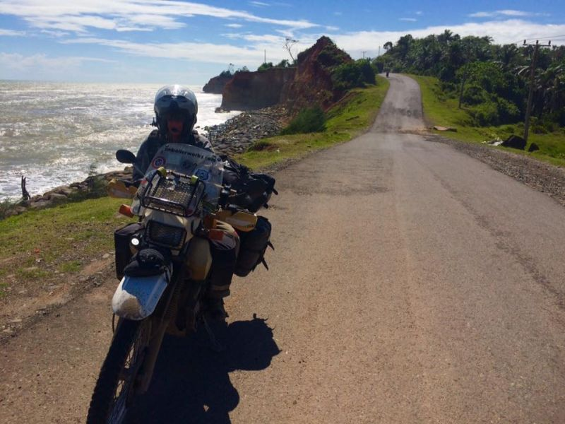 https: img.okeinfo.net content 2017 05 19 406 1694919 wow pasangan suami istri asal amerika serikat liburan ke indonesia naik motor c2ZitgA542.jpg