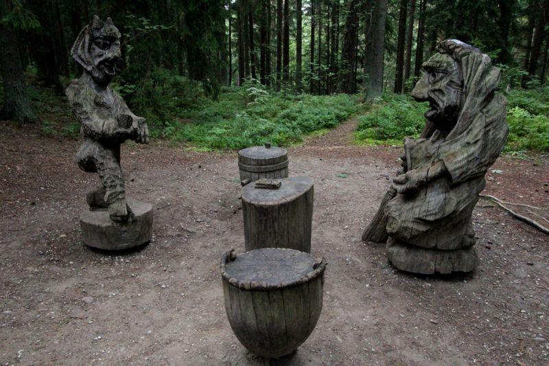 https img.okeinfo.net content 2017 05 19 406 1695228 hiii merindingnya jelajahi bukit penyihir di lithuania 6HQB2hdcRV.jpg