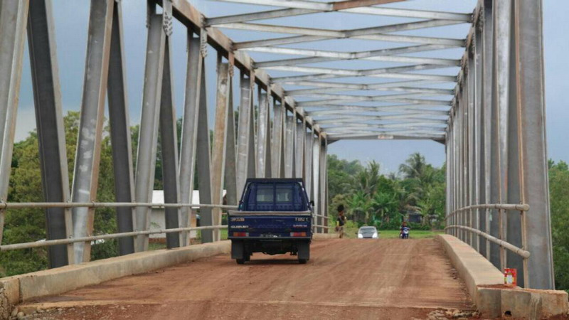 https: img.okeinfo.net content 2017 06 09 525 1711698 jembatan-penghubung-rancangan-kang-dedi-jadi-lokasi-favorit-ngabuburit-BGbEgiMgvu.jpg
