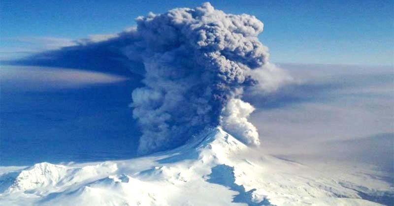 https: img.okeinfo.net content 2017 06 12 56 1714320 dahsyatnya-letusan-gunung-pavlof-yang-mencapai-37-000-kaki-IqmNuINe2w.jpg