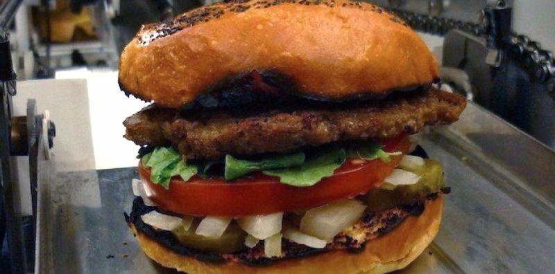 https: img.okeinfo.net content 2017 06 13 56 1715003 robot-ini-membuat-fast-food-di-restoran-qnwFnz3yFL.jpg