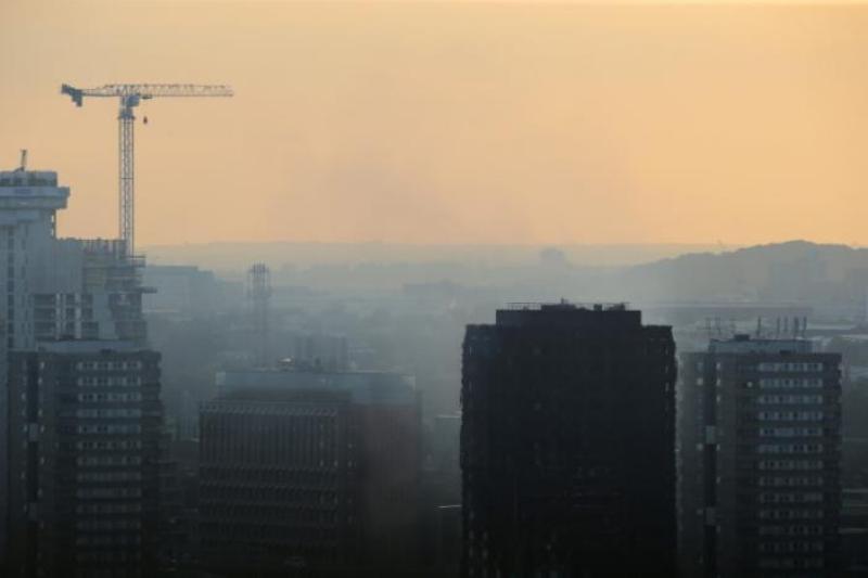 https: img.okeinfo.net content 2017 06 15 18 1716572 korban-tewas-kebakaran-menara-apartemen-london-mencapai-12-orang-lxraxwcMTy.jpg