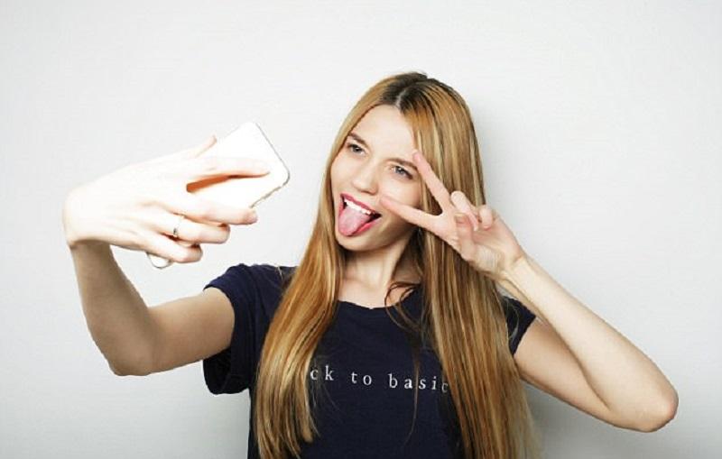 https: img.okeinfo.net content 2017 06 15 481 1717134 awas-sering-foto-selfie-bisa-menyebabkan-epilepsi-V6oeZJ2Yvs.jpg