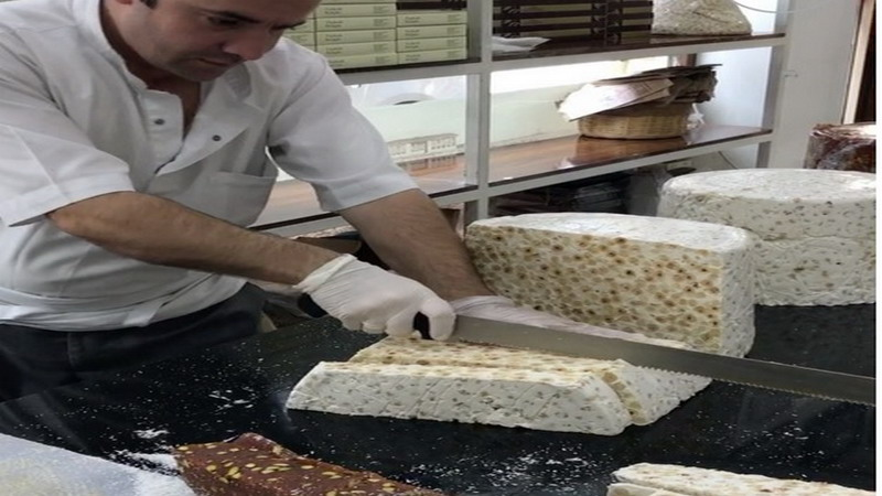 https: img.okeinfo.net content 2017 06 16 298 1718326 mirip-tempe-madonna-lokumu-dessert-unik-khas-turki-1zK14semr9.jpg