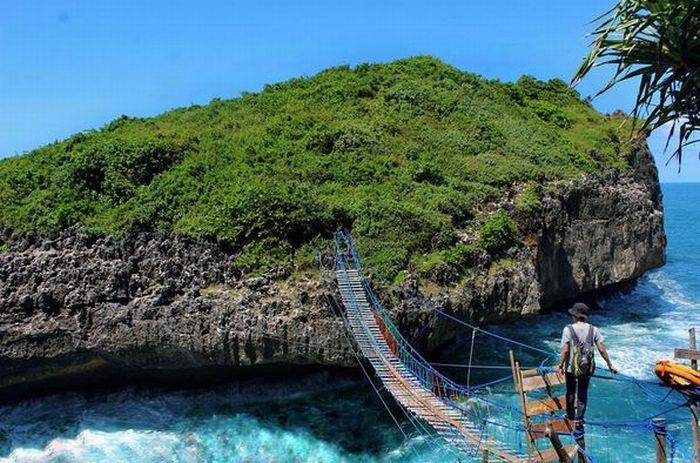 https: img.okeinfo.net content 2017 06 16 406 1718361 share-loc-jembatan-goyang-pulau-kalong-yogyakarta-yang-bikin-nagih-jMr1NY1nqc.JPG