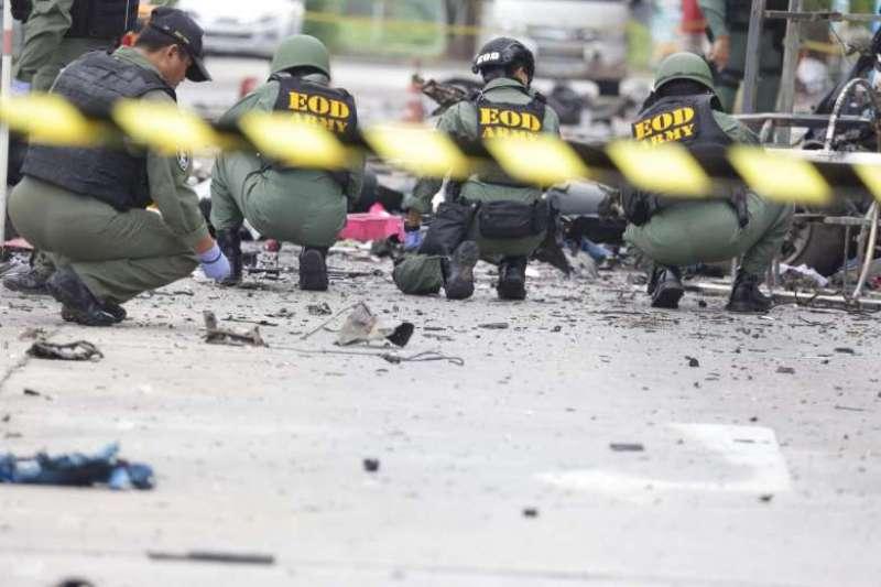 https: img.okeinfo.net content 2017 06 19 18 1719917 6-tentara-thailand-tewas-terkena-bom-pinggir-jalan-VGZwj7vVzy.jpg