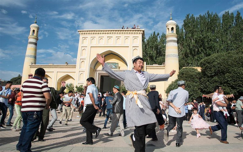 https: img.okeinfo.net content 2017 06 25 406 1724509 jelajah-islam-tradisi-lebaran-di-china-umat-islam-ziarah-ke-makam-nenek-moyang-JopfIRVr0O.jpg