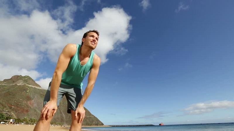 https: img.okeinfo.net content 2017 06 30 481 1726001 liburan-ke-pantai-bikin-tubuh-cepat-lelah-kenapa-nDAY9MaNKR.jpg