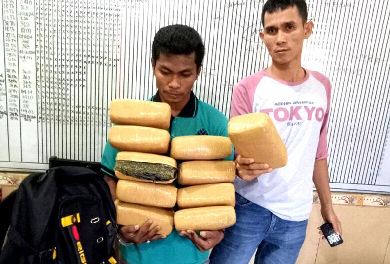 https: img.okeinfo.net content 2017 07 10 340 1732995 polisi-gagalkan-pengiriman-10-kg-ganja-dari-aceh-SFhIZj5Jvc.jpg