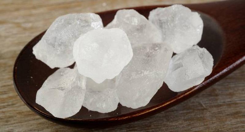 https img.okeinfo.net content 2017 07 10 481 1732758 baru tahu ternyata gula batu bisa dijadikan obat batuk flu rFAZ7CzoZP.jpg