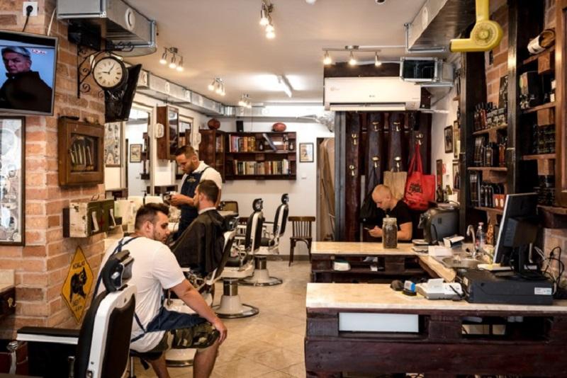 https: img.okeinfo.net content 2017 07 13 194 1735781 ini-bedanya-barbershop-dan-tukang-cukur-tradisional-yzCWsRXBoQ.jpg
