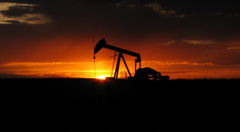 https img okeinfo net content 2017 07 18 320 1738668 harga minyak anjlok akibat kekhawatiran peningkatan produksi as EDXICwkTGc jpg