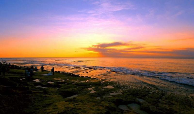 https img.okeinfo.net content 2017 07 18 406 1738782 uncover indonesia pantai balangan tempat sunyi menikmati senja di bali iC3qjwj8JF.jpg