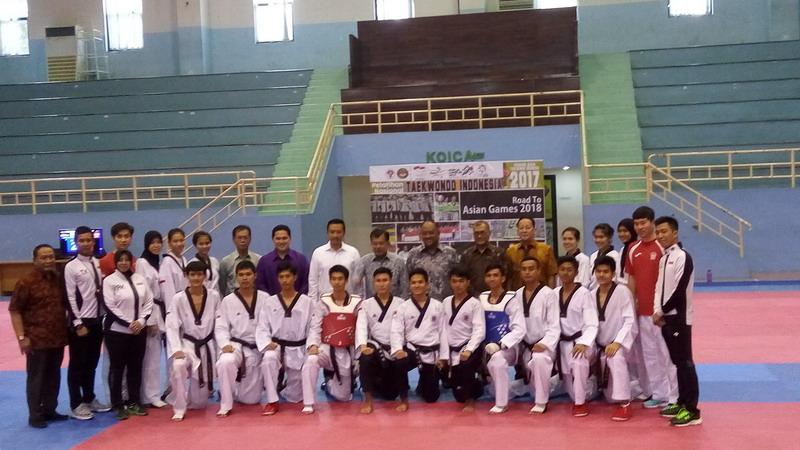 https: img.okeinfo.net content 2017 07 18 43 1738758 tinjau-kesiapan-atlet-taekwondo-jk-merah-putih-ada-di-tangan-anda-0yXjbsV2ot.jpg