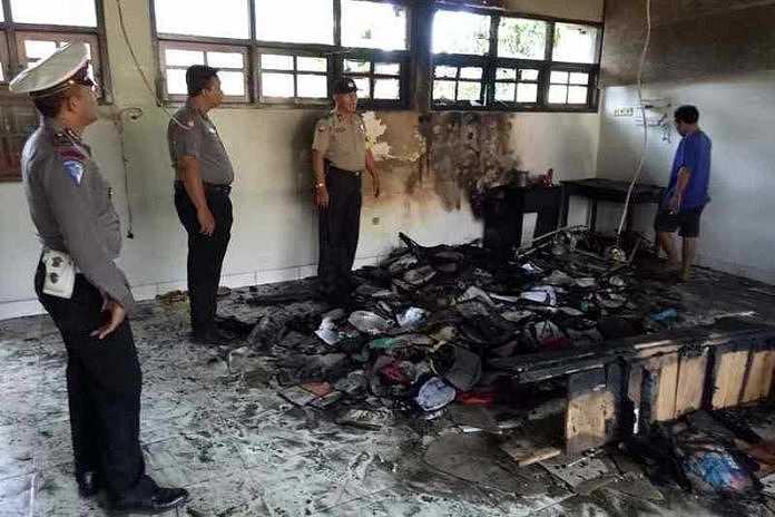 https: img.okeinfo.net content 2017 07 19 340 1739689 ruang-guru-sdn-3-pemuteran-terbakar-seluruh-buku-dan-dokumen-ludes-QeDRVbxYyh.jpg