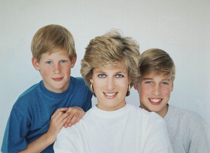 https: img.okeinfo.net content 2017 07 24 206 1742526 our-mother-her-life-and-legacy-kisahkan-lady-diana-di-balik-tembok-istana-nJAhUAxN3H.jpg