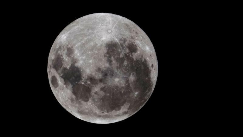 https: img.okeinfo.net content 2017 07 31 56 1747101 gokil-di-masa-depan-astronot-bisa-minum-air-di-bulan-hvbskXgX00.jpg