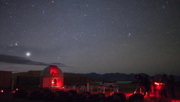 https: img.okeinfo.net content 2017 08 01 406 1748035 rasakan-romantisnya-melihat-bintang-bintang-di-mt-john-selandia-baru-HW8C67TUcW.jpg