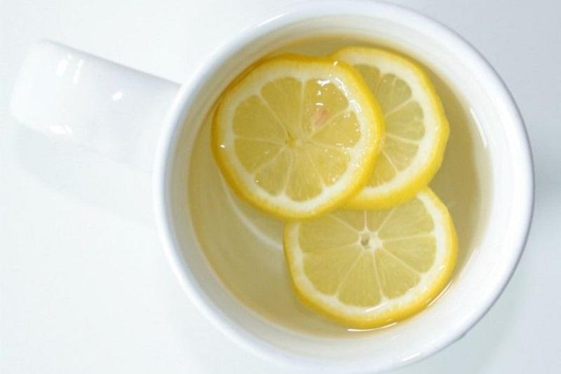 https: img.okeinfo.net content 2017 08 08 481 1752000 ganti-infused-water-dengan-minum-air-lemon-hangat-setiap-pagi-7-manfaatnya-untuk-kesehatan-anda-OuXMtFBedT.jpg