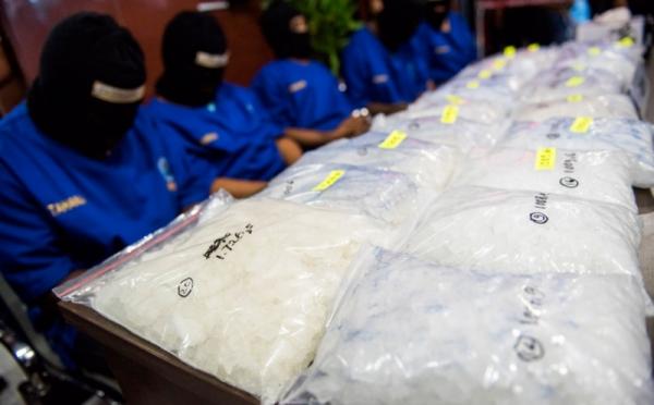 https: img.okeinfo.net content 2017 08 09 338 1752539 alamak-bisnis-narkoba-kembali-menggurita-di-kampung-ambon-i8kybQd5eQ.jpg