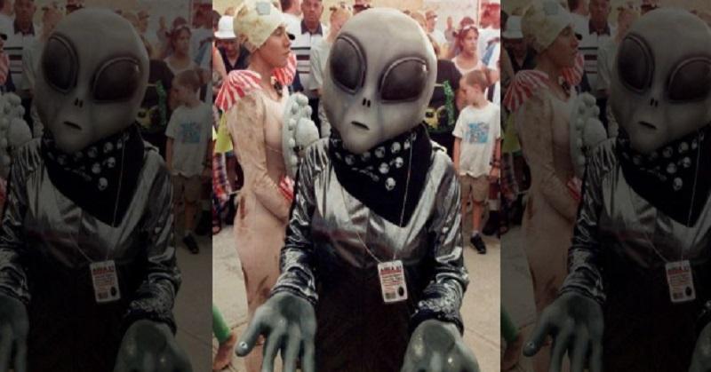 https: img.okeinfo.net content 2017 08 09 56 1752886 alien-sudah-berada-di-bumi-dan-menyamar-seperti-manusia-benarkah-kOrdAiXGuO.jpg