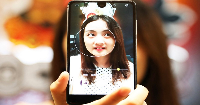 https: img.okeinfo.net content 2017 08 09 57 1752430 duh-sharp-aquos-s2-disebut-jiplak-iphone-dan-essential-benarkah-ADnrjA3Z9y.jpg