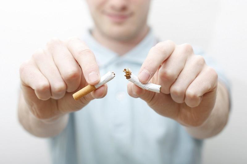 https: img.okeinfo.net content 2017 08 11 481 1753854 sadari-dampak-buruk-asap-rokok-saatnya-berhenti-merokok-PymigxeFbZ.jpg