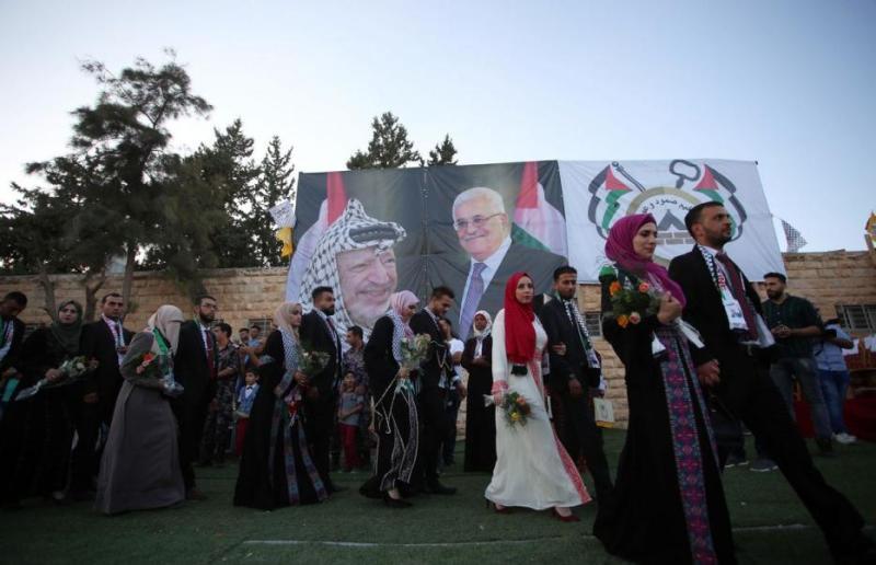 https: img.okeinfo.net content 2017 08 12 18 1754716 mantap-presiden-palestina-sponsori-pernikahan-massal-warga-kamp-pengungsi-yVwpC9hskW.jpg