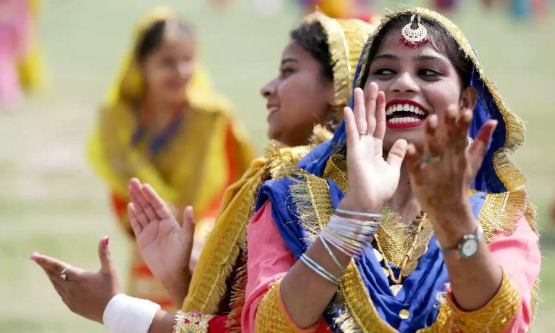 https: img.okeinfo.net content 2017 08 14 18 1755833 meriah-pakistan-dan-india-rayakan-hut-ke-70-kemerdekaan-dari-inggris-9udrKcwsHP.jpg