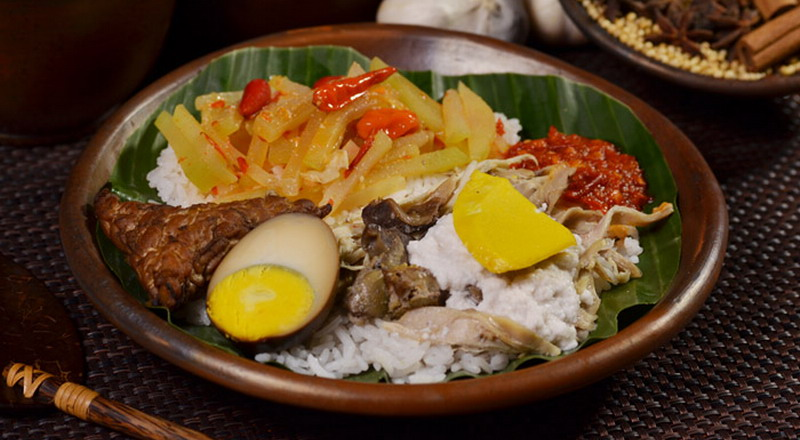 https: img.okeinfo.net content 2017 08 14 298 1755818 food-story-nasi-liwet-kisah-nyai-lenggi-dari-desa-duwet-sukoharjo-zrchxxSsni.jpg