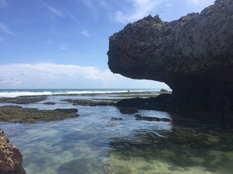 https: img.okeinfo.net content 2017 08 18 406 1758176 share-loc-ngobaran-pantai-di-yogyakarta-dengan-sentuhan-nuansa-bali-ErmdYiU55o.jpg