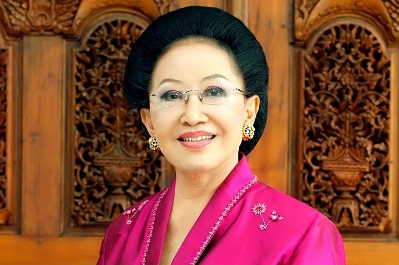 https: img.okeinfo.net content 2017 08 20 194 1759239 okezone-week-end-miliki-banyak-khasiat-5-tokoh-wanita-indonesia-ini-mengaku-hobi-minum-jamu-salah-satunya-mooryati-soedibyo-LfplsyeamL.jpg