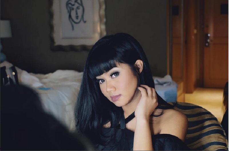 https: img.okeinfo.net content 2017 08 21 205 1760238 yura-yunita-rasakan-atmosfer-berbeda-beraksi-di-prambanan-jazz-festival-SQnpePTZC7.jpg