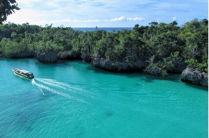https: img.okeinfo.net content 2017 08 23 406 1761611 keren-pulau-bair-di-maluku-memiliki-perairan-pirus-dan-bukit-seperti-raja-ampat-ryvWYW0aP6.jpg