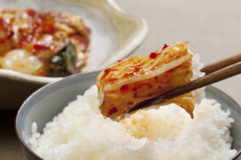 https: img.okeinfo.net content 2017 08 29 481 1765163 mantap-ternyata-konsumsi-kimchi-bisa-turunkan-risiko-penyakit-kulit-t8HTogVusp.jpg