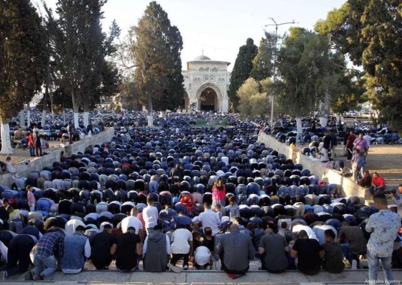 https: img.okeinfo.net content 2017 09 02 18 1768145 ribuan-warga-muslim-gelar-salat-idul-adha-di-masjid-al-aqsa-lKzKSSBR6K.jpg