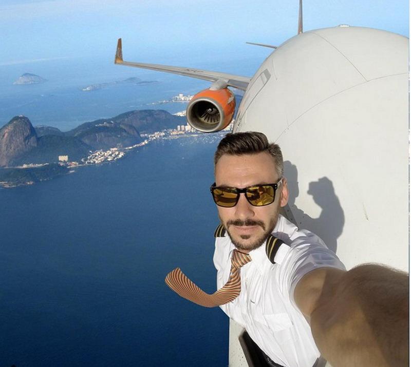 https: img.okeinfo.net content 2017 09 07 406 1771018 foto-foto-selfie-pilot-dengan-kepala-keluar-jendela-di-atas-langit-dubai-lihat-rahasianya-aimUnoKfRk.jpg