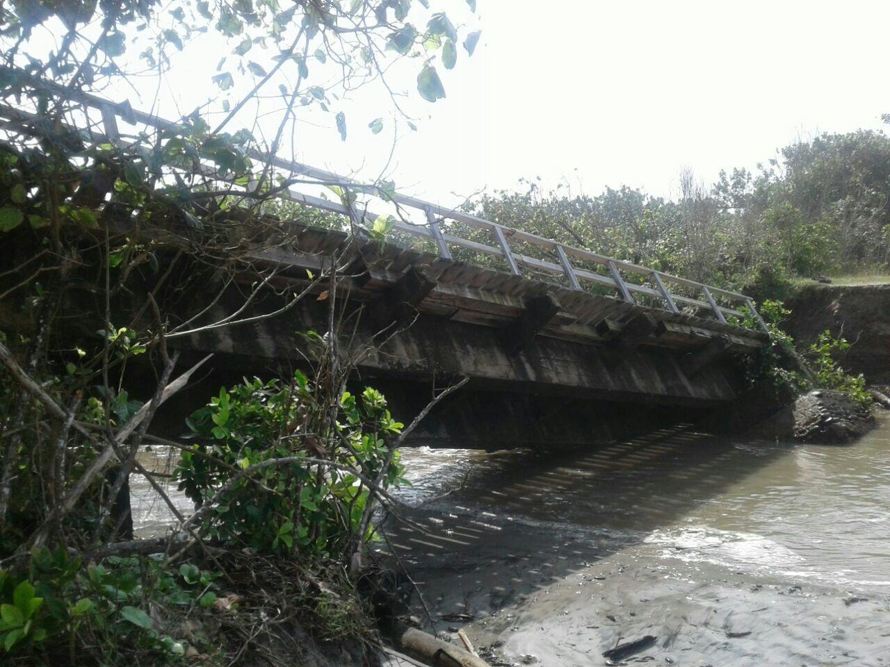 https: img.okeinfo.net content 2017 09 11 340 1773416 2-jembatan-di-bengkulu-ambruk-diterjang-banjir-akses-antardesa-terputus-1lHrmcu21M.jpg