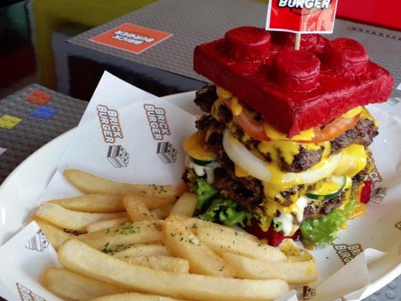 https: img.okeinfo.net content 2017 09 12 298 1774478 menakjubkan-ada-burger-bentuk-lego-bisa-jadi-objek-foto-foodies-neIYeyQVSj.jpg