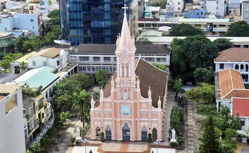 https: img.okeinfo.net content 2017 09 12 406 1774545 backpacker-diary-indahnya-katedral-pink-da-nang-gereja-imut-yang-sangat-instagramable-7uutOVZLvO.jpg