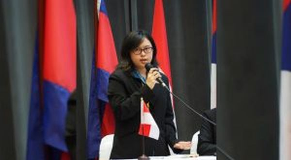 https: img.okeinfo.net content 2017 09 12 65 1774249 tepuk-tangan-mahasiswa-indonesia-juarai-lomba-debat-tingkat-asean-OvDL2dpSCi.jpg