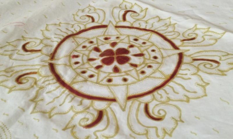 https img.okeinfo.net content 2017 09 13 194 1774980 cantiknya batik khas majapahit bermotif surya gapura dan buah maja oUFwbPzsOC.jpg