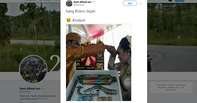 https: img.okeinfo.net content 2017 09 15 207 1776379 gokil-pria-ini-kasih-mahar-pernikahan-knalpot-foto-viralnya-bikin-netizen-geleng-kepala-FzgfupGZlM.jpg