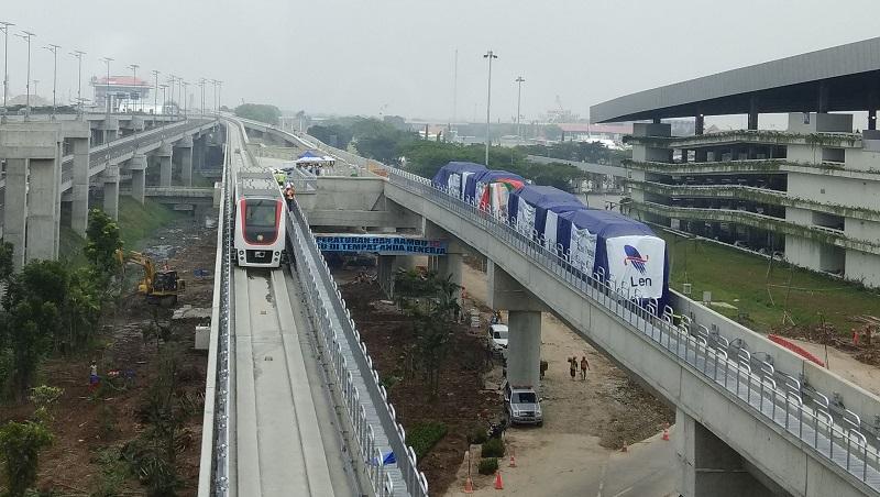 https: img.okeinfo.net content 2017 09 17 320 1777586 hari-perhubungan-nasional-skytrain-bandara-soekarno-hatta-resmi-beroperasi-G5CsHwgcBj.jpg