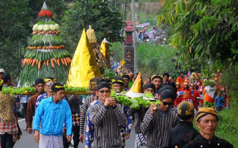 https: img.okeinfo.net content 2017 09 20 406 1780034 tahun-baru-islam-tradisi-unik-di-indonesia-saat-menyambut-1-muharram-aef8UMj7Xx.jpg