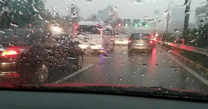 https: img.okeinfo.net content 2017 10 01 338 1786658 hujan-disertai-petir-guyur-jakarta-sore-ini-zpbHsNmFMf.jpg