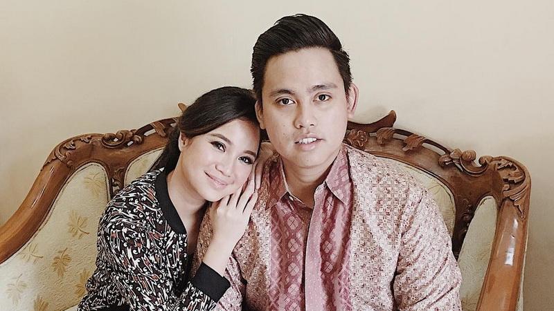 https: img.okeinfo.net content 2017 10 02 33 1787424 batik-salah-satu-pintu-pariwisata-bagi-chacha-frederica-gkDkiZykDz.jpg
